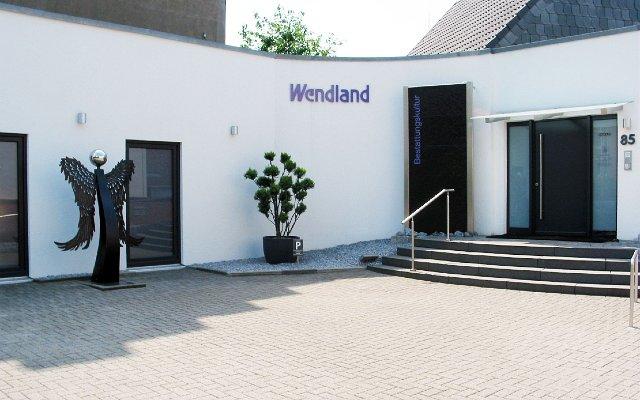 Barrierefreier Zugang bei Wendland Bestattungen _ rechts von der Treppe